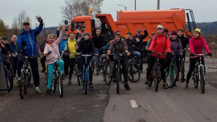 В Мысках прошел велопробег, приуроченный к началу отсчёта тысячи дней до празднования 300-летия Кузбасса