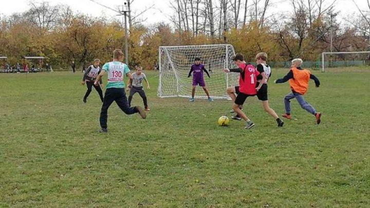На футбольном поле «Ключевой» прошел открытый турнир по мини-футболу среди детских команд