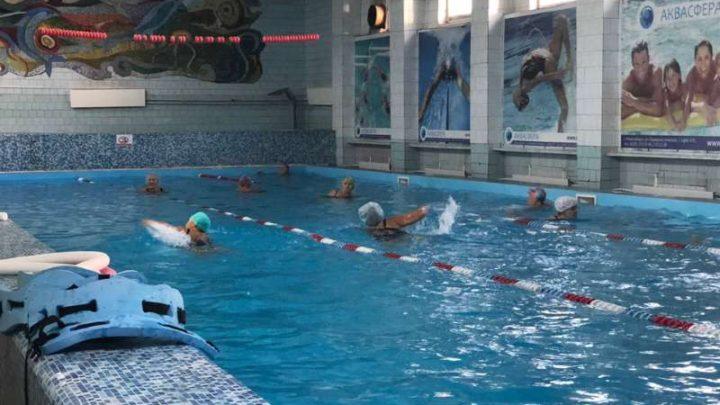 Тренировочные занятия по плаванию среди ветеранов прошли в СОК «Олимпиец»