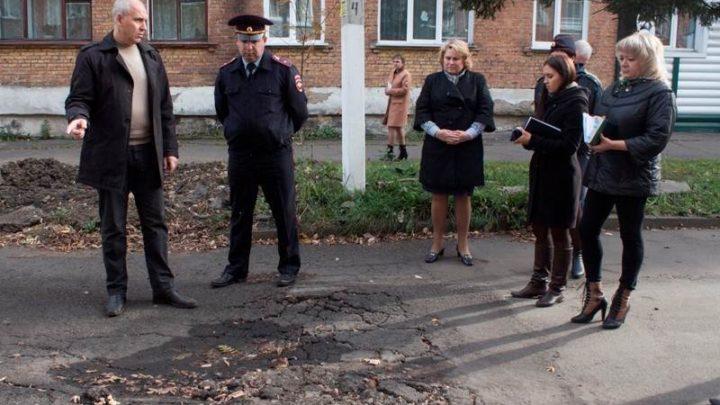 Глава Мысков Дмитрий Иванов провел объезд городских территорий
