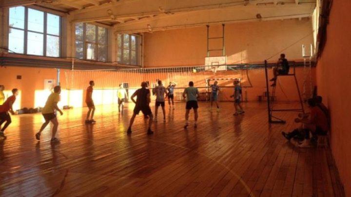 В Мысках состоялся городской турнир по волейболу