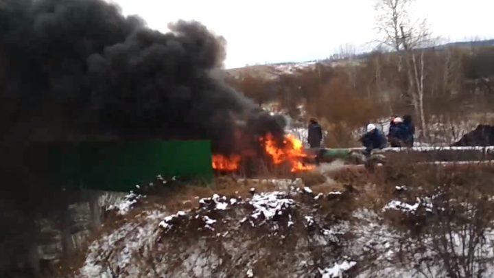 Старым дедовским способом. Как ЦОФ «Сибирь» трубопровод отогревает