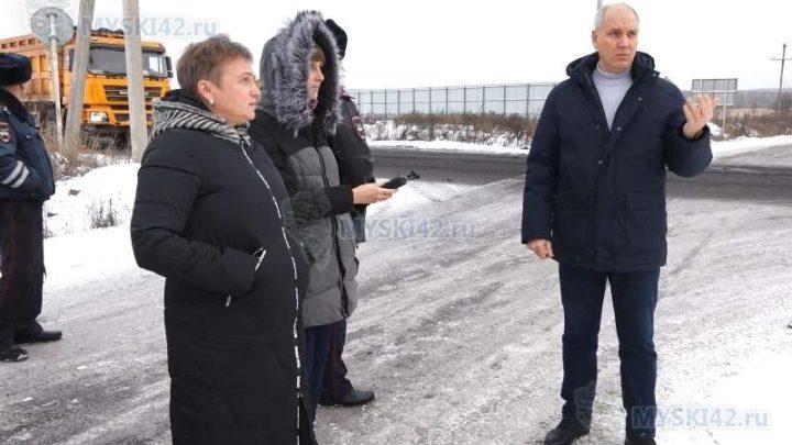 В Мысках на пересечении городской магистрали с технологической дорогой установят светофор