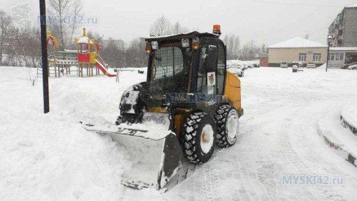 С начала года с улиц Мысков вывезено почти 2500 кубометров снега