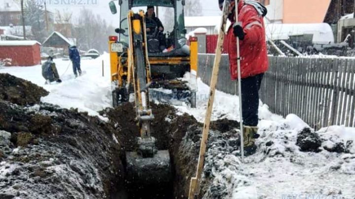 В Мысках завершили прокладку сетей канализации по улице Комарова