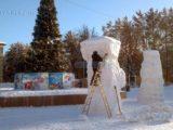 В Мысках полным ходом идет подготовка снежных городков к Новому году