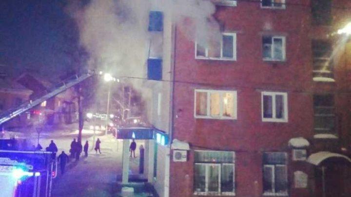 В Мысках на улице Советская произошел пожар в многоквартирном жилом доме