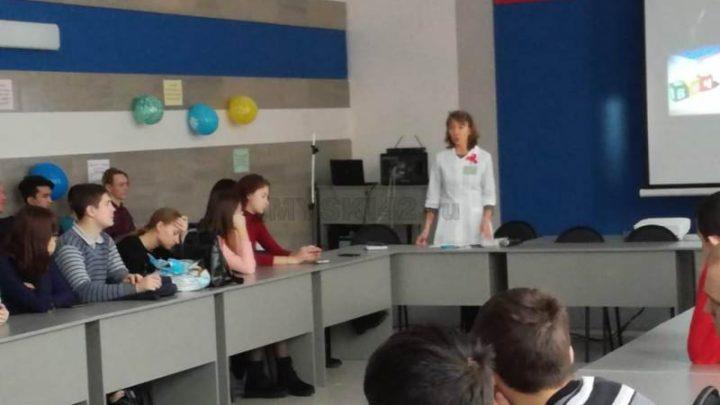 В Томь-Усинском энерготранспортном техникуме состоялся круглый стол по профилактике ВИЧ-инфекции
