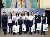 Юным мысковчанам торжественно вручили паспорта гражданина России