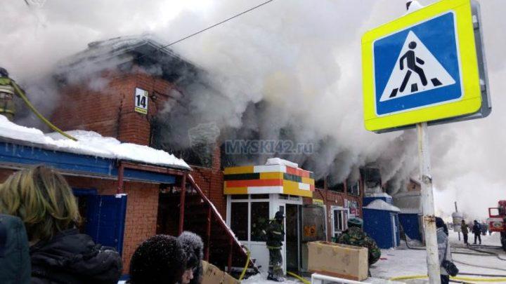 В микрорайоне ГРЭС сгорел торговый центр на Кутузова