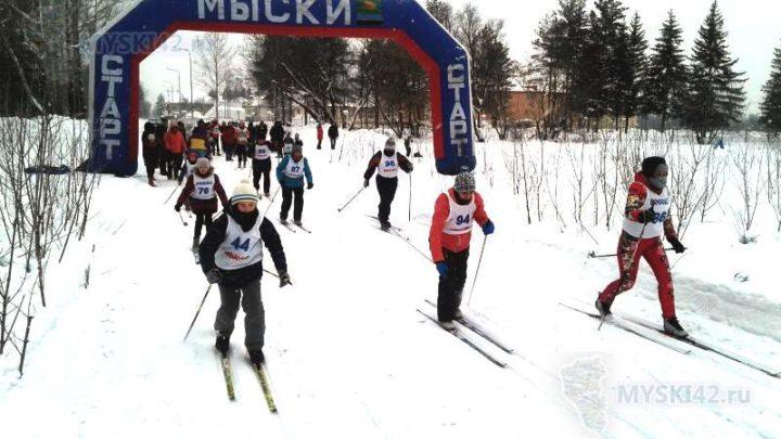 В Мысках состоялись соревнования по лыжным гонкам на призы Деда Мороза