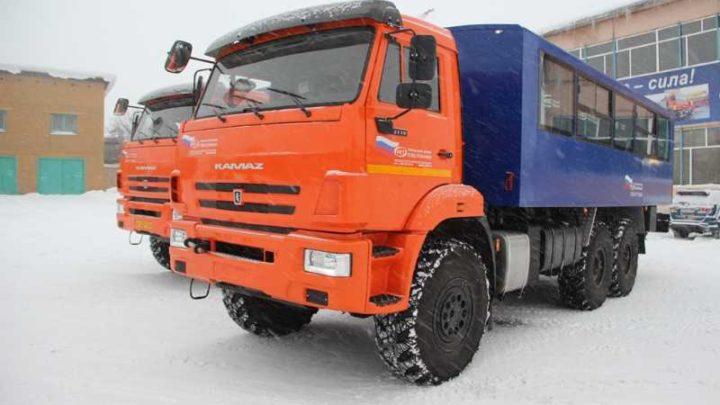 «Южный Кузбасс» приобрел два вахтовых автомобиля и топливозаправщик КАМАЗ