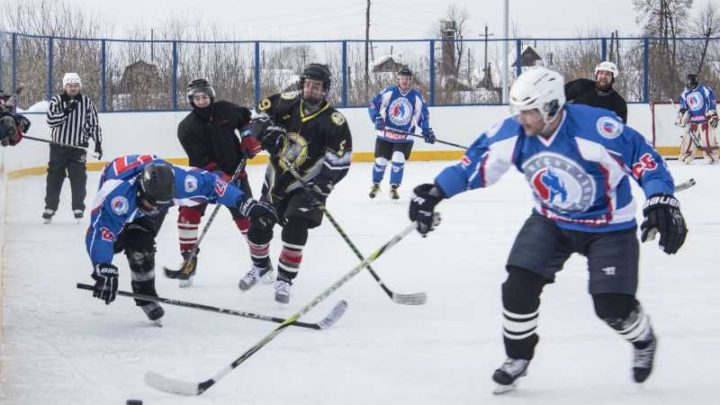 В Мысках состоялся турнир по хоккею с шайбой «Хоккей безграничных возможностей»