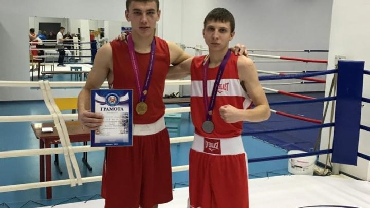 Мысковские боксеры Андрей Маклаков и Артем Дуюн успешно выступили на турнире в Хакасии