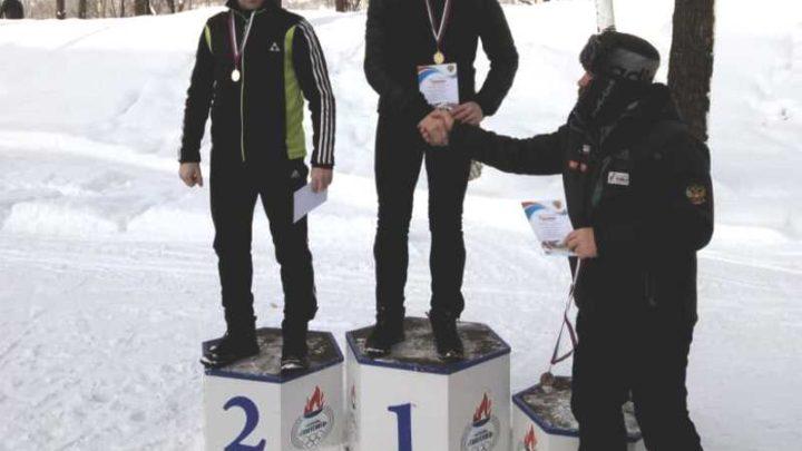 Спортсмен из Мысков Николай Бондаренко выиграл золото в соревнованиях по лыжным гонкам «Молочная гонка»