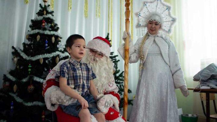 Дед Мороз и Снегурочка подарили праздник ребятам из Социально-реабилитационного центра для несовершеннолетних