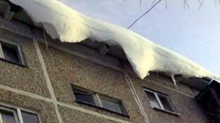 МЧС Кузбасса: Берегитесь схода снега и льда с крыш, это опасно!