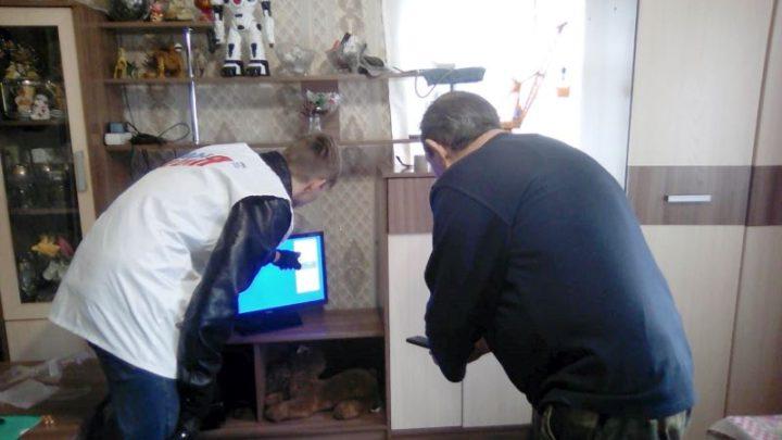 Пожилым мысковчанам помощь в подключении и настройке цифрового ТВ оказывают волонтеры