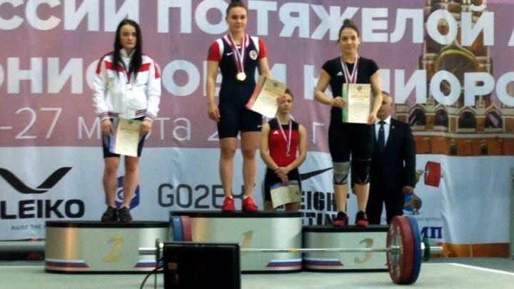 Новая звездочка Мысков. Екатерина Хаджиева стала бронзовым призером на Первенстве России по тяжелой атлетике