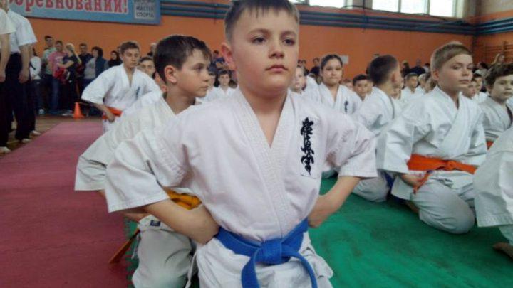 В Мысках прошло открытое городское Первенство по киокусинкай каратэ среди юношей и девушек