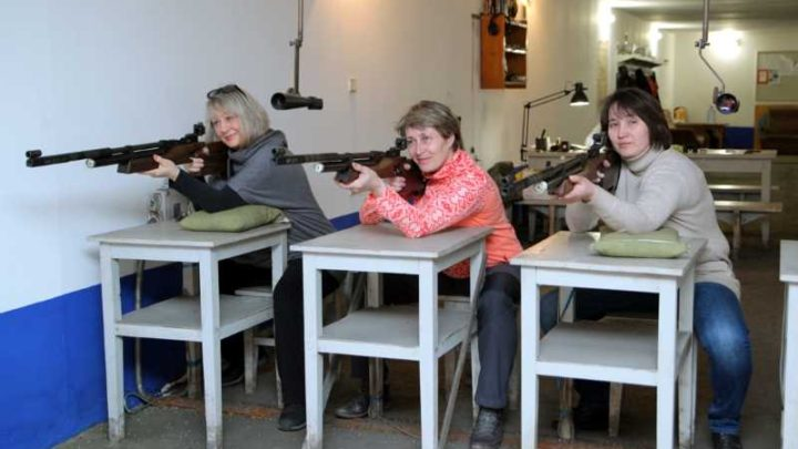 Сотрудники «Южного Кузбасса» соревновались в стрельбе из пневматической винтовки