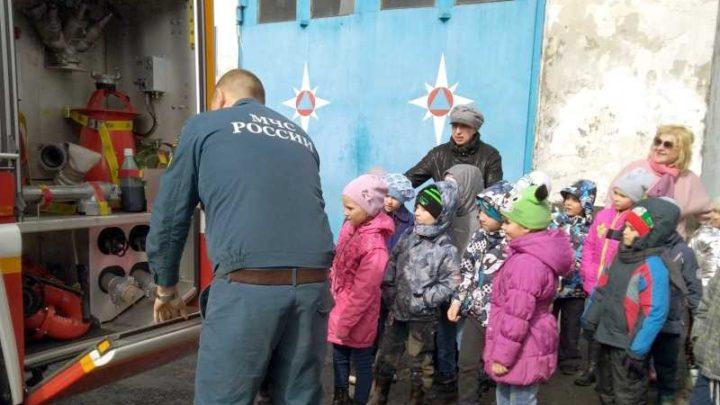 В Мысках воспитанники детского сада № 12 «Малыш» посетили пожарную часть