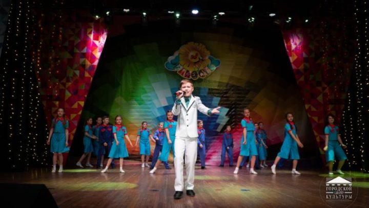 В Городском центре культуры Мысков прошел отчетный концерт студии «Радость»