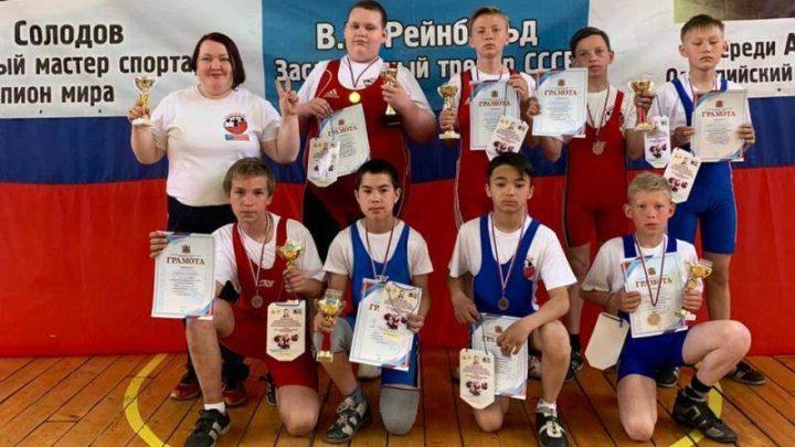 В Мысках прошло Первенство Кузбасса по тяжелой атлетике среди юношей и девушек