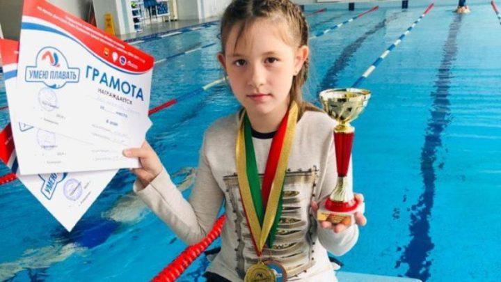 Мысковская пловчиха Дарина Кизельбашева завоевала две медали на соревнованиях в Кемерово