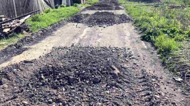 Что-то пошло не так: в Мысках приостановлены работы по отсыпке дорог частного сектора