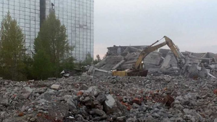 Кто сносит здания комбикормового завода в Мысках?