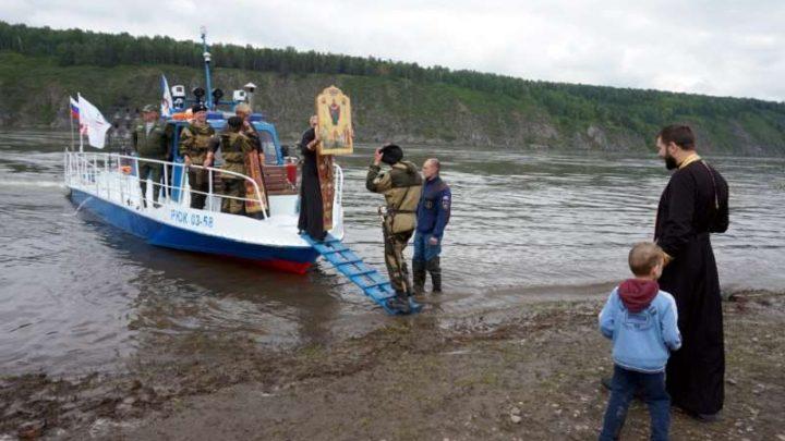 Крестный ход-сплав по Томи завершился в Зеледеево на границе с Томской областью