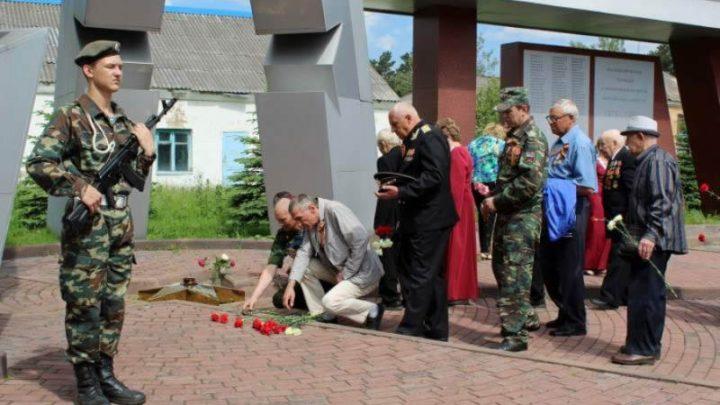 В Мысках состоялись митинги, посвященные Дню памяти и скорби