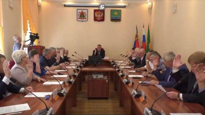 Совет народных депутатов Мысков принял отставку главы Дмитрия Иванова