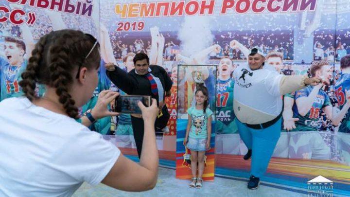 В Мысках состоялась торжественная церемония приветствия легендарного трофея волейбольного клуба «Кузбасс»