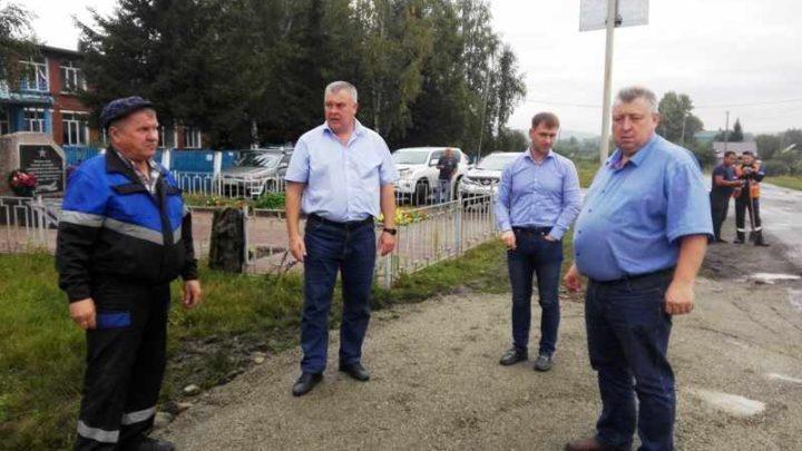 Глава Мысков Евгений Тимофеев потребовал переделать некачественную работу по отсыпке и грейдеровке дорог в Бородино