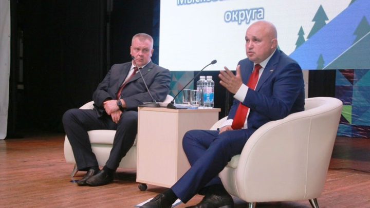 Губернатор Кузбасса Сергей Цивилев встретился с жителями Мысков