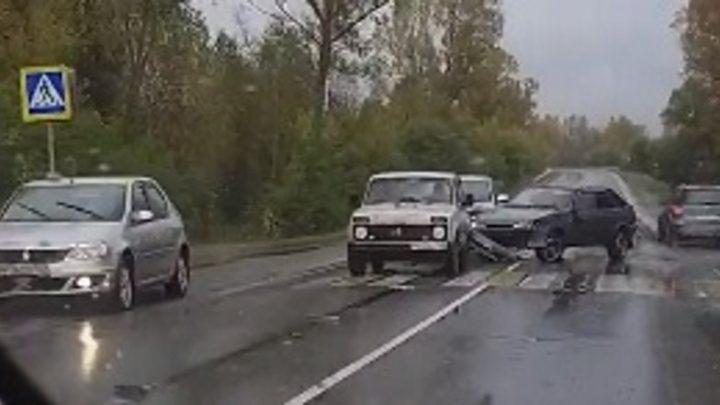 В Мысках произошло очередное ДТП с участием трех автомобилей