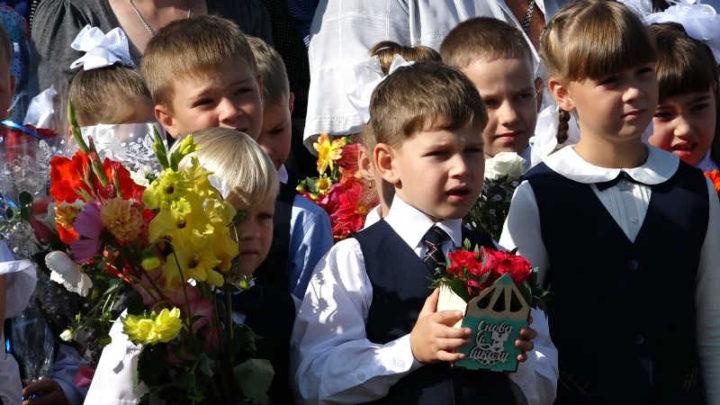 В школах Мысков прошли торжественные линейки, посвященные началу нового учебного года