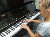 В Мысках детская музыкальная школа №64 и детская школа искусств №3 получили  новые пианино отечественного производства «Мелодия»