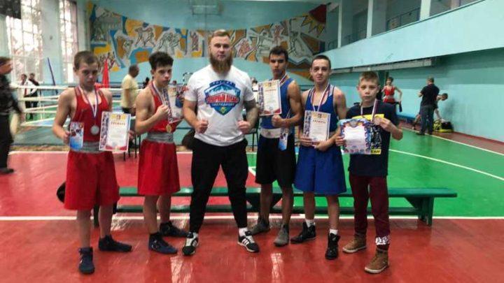 Мысковские боксеры стали лучшими на турнире в Осинниках