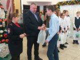 В Мысках юным мысковчанам вручили паспорт гражданина РФ