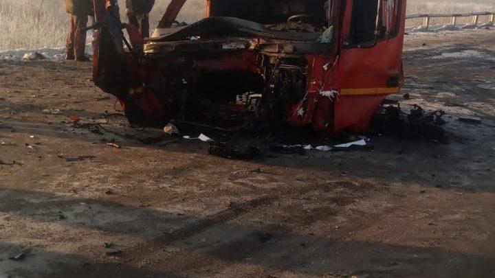 Жуткое ДТП с участием двух большегрузов произошло в Кузбассе