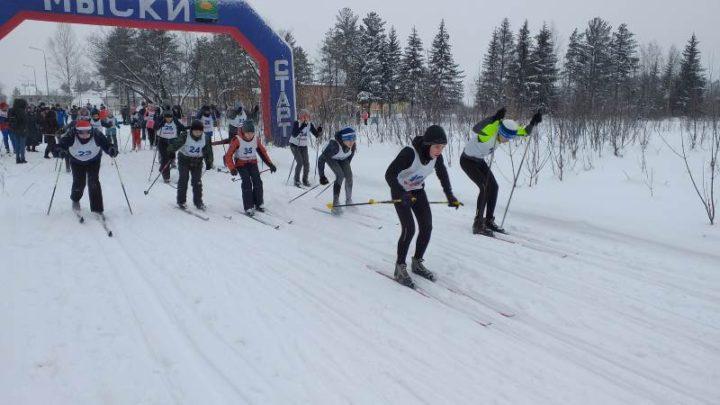 В Мысках на лыжной трассе «Бородинская» состоялось открытие зимнего спортивного сезона 2019-2020 годов по лыжным гонкам