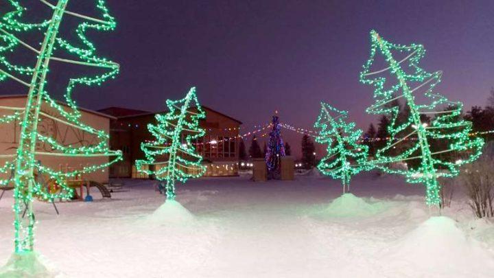 Глава Мысков проверил, как украшают улицы города к Новому 2020 году