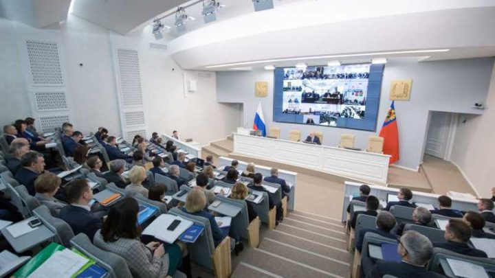 Губернатор Кузбасса поручил главам городов и районов усилить работу по ликвидации несанкционированной наружной рекламы