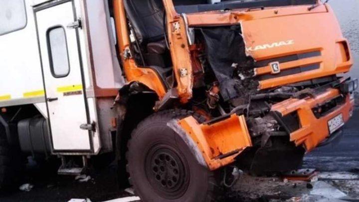 В Мысках произошло серьёзное ДТП с участием КаМАЗа и пассажирского автобуса