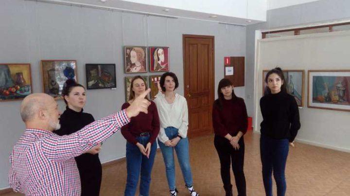 В галерее «АРТ Сегодня» прошла бесплатная экскурсия по выставке картин самодеятельных художников любителей и профессионалов