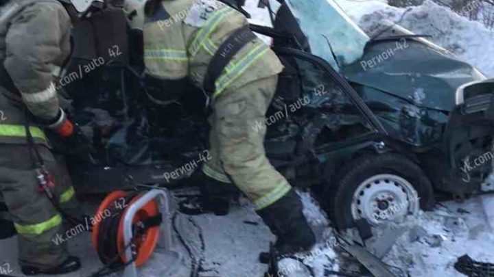 В Мысках произошло смертельное ДТП с участием Mazda и грузовиком Hyundai