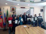 Молодые семьи Мысков получили свидетельства на приобретение жилья